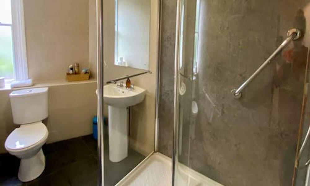 Brighton Contemporary Self Catering Property Bathroom
