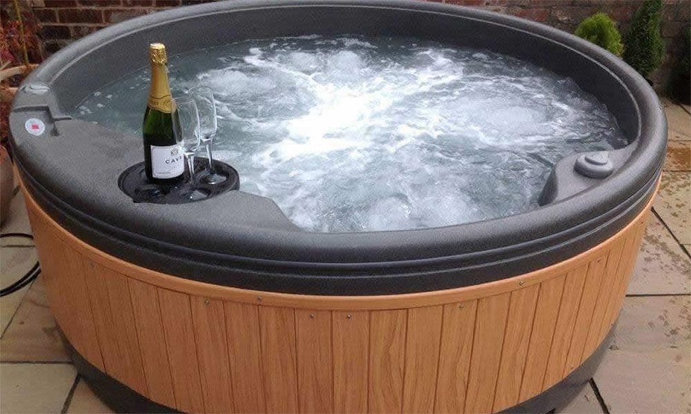 Nottingham house with hot tub