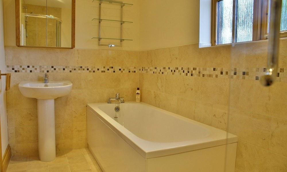 Oxford Manor Barn Bathroom