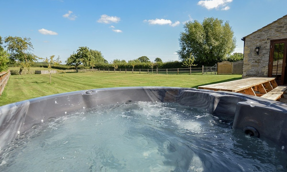 Oxford Manor Cottage Hot Tub