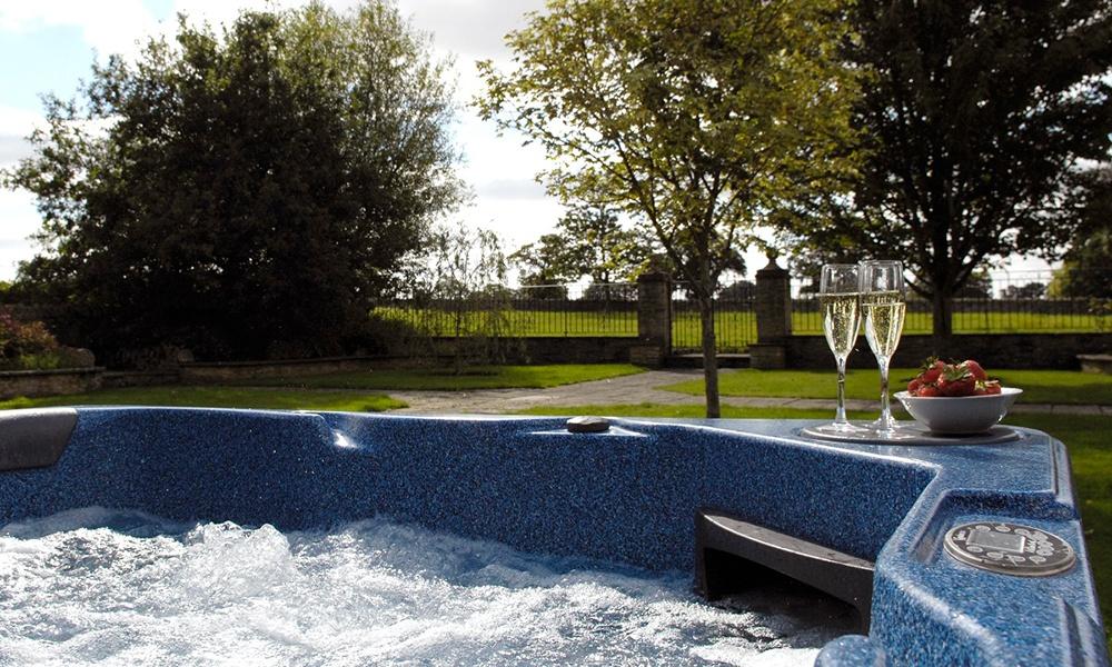 Oxford Manor Grange Hot Tub