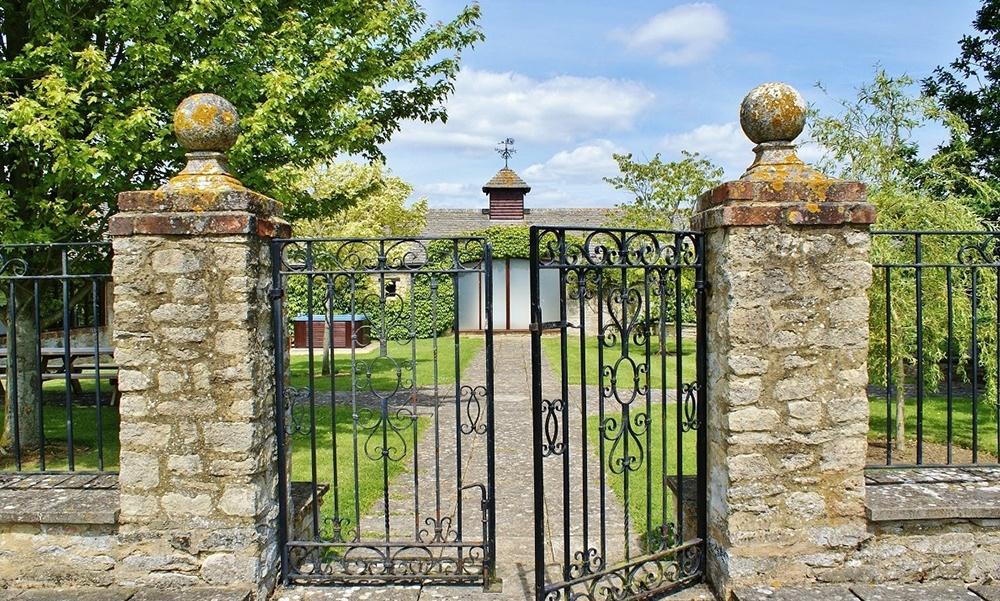 Oxford Manor Grange Entrace