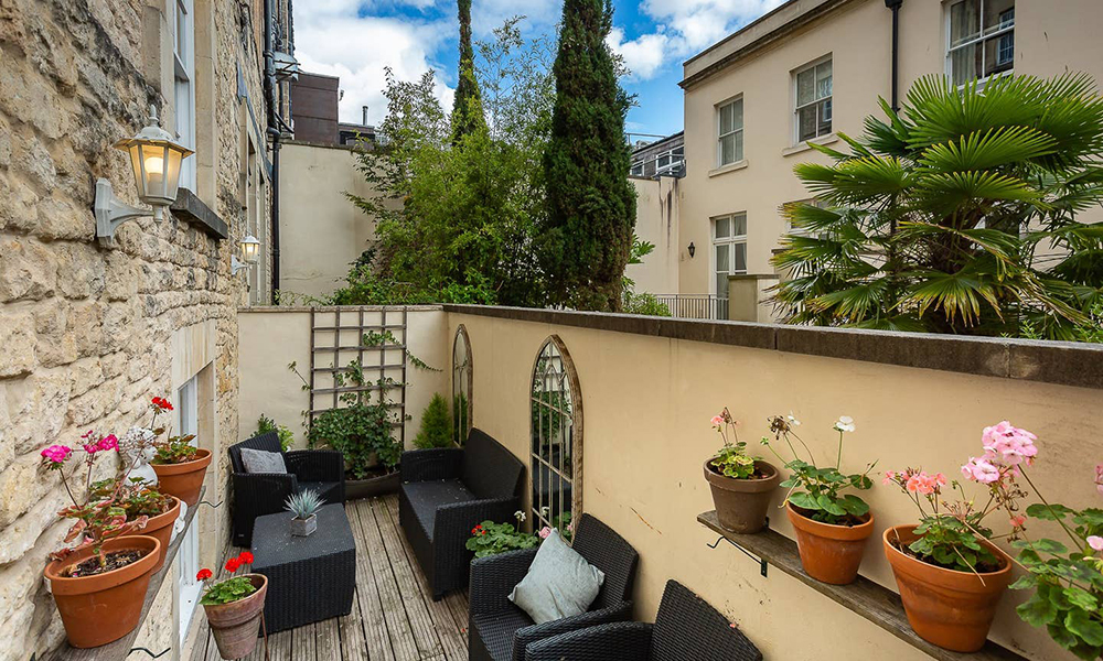Central Bath Apartment For Hire