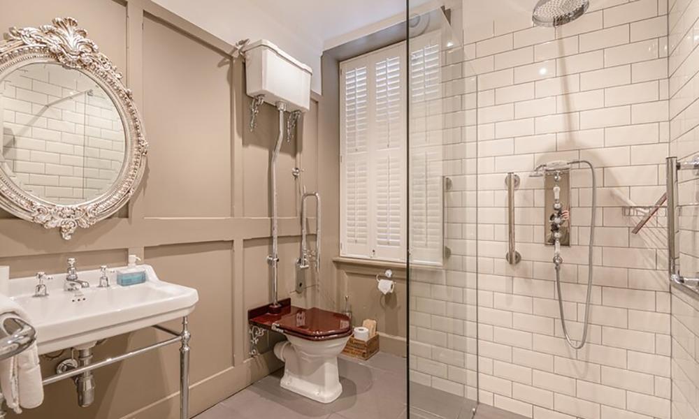 Avon House Bath